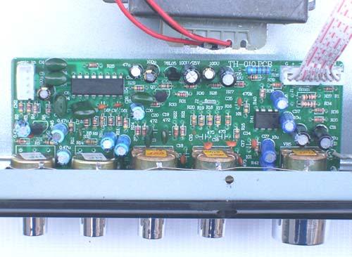 功放前级缓冲放大由运放jrc4558担任,信号从功放部分电路板上的莲花